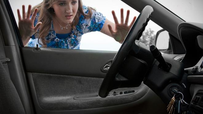 Hướng dẫn cách mở cửa xe ô tô từ bên trong