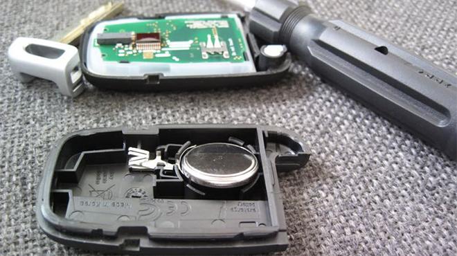 Bí quyết khởi động xe ô tô khi chìa khóa thông minh hết pin