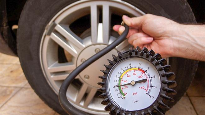 Cần phải lưu ý gì khi bơm hơi lốp xe ô tô
