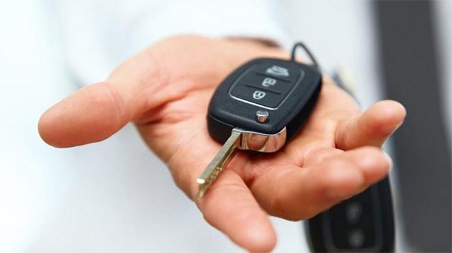 Làm chìa khóa dự phòng ô tô có đắt không?